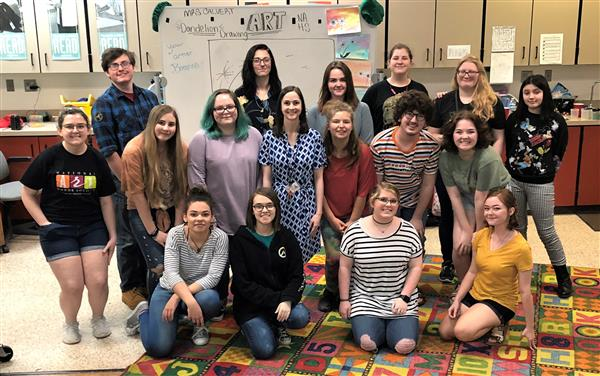 2019 NAHS students teaching art at Crestline
